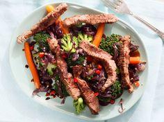 Vinnige Banting-gereg met soja, beesvleis en broccoli - Plan to Eat - Aus - African Food Banting Recipes, Veggie Recipes, Beef Recipes, Vegetarian Recipes, Recipies, Vegetarian Italian, South African Recipes, Broccoli Beef, Eating Plans