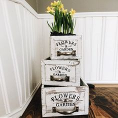Forced paperwhites Bulbs in Stenciled Wooden Drawers - New Deko Sites Cheap Home Decor, Home Decor Items, Home Decor Accessories, Diy Home Decor, Wooden Planter Boxes, Rustic Planters, Antique Farmhouse, Farmhouse Decor, Country Decor