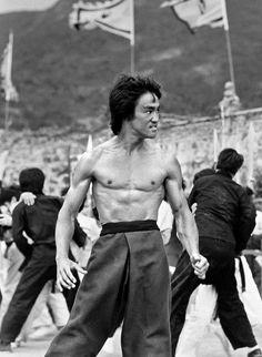 Enter The Dragon Robert Clouse) Bruce Lee Art, Bruce Lee Quotes, Eminem, Bob Marley, Bruce Lee Chuck Norris, Ufc, Bruce Lee Pictures, Lee Movie, Native American Images