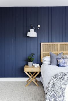 Real reno: Navy stars in boathouse inspired family home – The Interiors Addict – Round Carpet Room Bedroom Carpet, Home Bedroom, Master Bedroom, Bedroom Ideas, Bedroom Inspo, Master Suite, Bedroom Decor, Navy Bedrooms, Bedroom Images