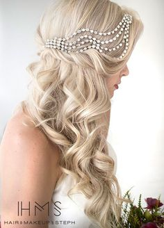 11 Effortlessly Romantic Wedding Hairstyles: Vintage glam feels less forced with loose side swept curls and a beautiful hair accessory. Hair & Makeup by Steph