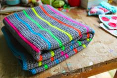 little woollie: Neon stripes - Tadah! This would be nice for a boy's scarf.
