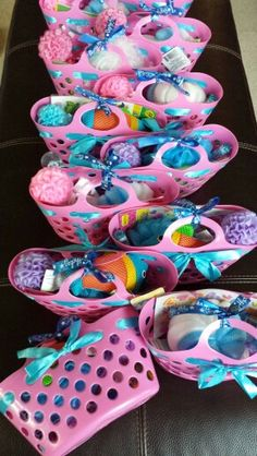 Return Gift Baskets To Mix Some Pink In This Blue Frozen Theme Party Kids Spa