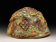 Cap with diamond-shapes and triangles     1450 - 1550      silk, embroidered with coloured silk; linen lining; band and crown joined with a run-and-fell seam in flax      12 cm (h)     18 cm (dia)     ground fabric (silk), along l /w 42 / 42 threads/cm (thread ct)     ground (linen), along l /w 21 / 21 threads/cm (thread ct)     ground (silk) 0.02 cm (thread dia)     ground (linen) 0.05 cm (thread dia)      embroidery 0.05 cm (thread dia)   Accession #     EA1984.126
