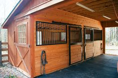 Center Aisle Horse Barn Photos: The Barn Yard & Great Country Garages Mittelgang Pferd Scheune Fotos: The Barn Yard & Great Country Garagen Horse Shed, Horse Barn Plans, Horse Stables, Horse Tack Rooms, Dream Stables, Horse Farms, Mini Horse Barn, Small Horse Barns, Horse Barn Designs