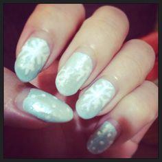 Winter frozen nail art