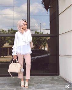 Modest Outfits, Classy Outfits, Modest Fashion, Women's Fashion Dresses, Muslim Women Fashion, Arab Fashion, Womens Fashion, Petite Fashion, Hijab Style