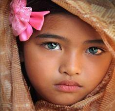 EYES OF A CHILD - yeux, bleus, turban, rose450 x 435 | 139.3KB | abstract.desktopnexus.com