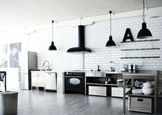 I want an industrial kitchen like this! Loft Kitchen, Kitchen Interior, Kitchen Decor, Beautiful Kitchen Designs, Beautiful Kitchens, Kitchen Trends, Kitchen Ideas, Herd, Kitchen Photos