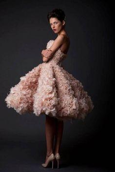 17 Unique And Romantic Petal Wedding Dresses