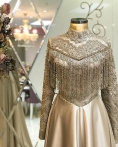 Hijab Evening Dress Models, www.tes Hijab Evening Dress Models, www. Muslimah Wedding Dress, Hijab Wedding Dresses, Prom Dresses With Sleeves, Pakistani Dresses, Bridal Dresses, Hijab Evening Dress, Hijab Dress Party, Party Wear Dresses, Evening Dresses