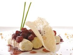 This video will teach you how to make an elegant dessert, good for any occasion. Based on one of the most classic pairings – pears and cheese – this dish will satisfy even the most sophisticated palates.