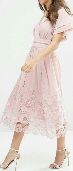 lace hem midi dress More cute outfits for girls 2017 Lovely Dresses, Trendy Dresses, Summer Dresses, Summer Outfits, Party Dresses, Mode Outfits, Dress Outfits, Pretty Outfits, Beautiful Outfits