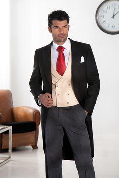 Chaque, chaleco y corbata roja