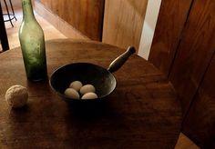#stilicht_antiques #deeppot  #antique #brocante #sweden #fakeeggs #winebottle #antiquebottles #argentation #italy #poetic #silence #stilllife #morandi #vilhelmhammershøi #josefsudek #鍋 #スウェーデン #擬卵 #ワイン瓶 #アンティーク瓶 #銀化 #イタリア #詩的 #静寂 #静物画 #古道具 #モランディ #ヨゼフスデク