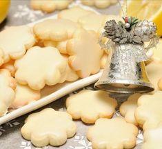 Receitas de Portugal: Bolachinhas de manteiga para oferecer no Natal No Bake Desserts, Delicious Desserts, Dessert Recipes, Biscuit Cookies, Yummy Cookies, Baking Recipes, Cookie Recipes, Biscuits, Rainbow Food