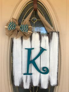 Home Decoration Ideas Easy .Home Decoration Ideas Easy Monogram Door Decor, Diy Monogram, Front Door Decor, Front Porch, Wooden Monogram, Decor Crafts, Diy Home Decor, Diy Crafts, Burlap Crafts