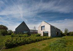 Het concept van Van Duysen om terug naar de eenvoudige landelijke gebouw typologie gaan (een lange volume parallel aan de straat, met een 45 ° zadeldak)