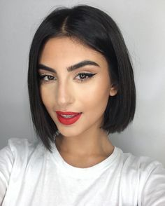 New Bob Haircuts 2019 & Bob Hairstyles 25 Bob Hair Trends for Women - Hairstyles Trends Short Straight Hair, Short Hair Cuts, Short Hair Styles, Short Dark Hair, Long Curly, Bob Hairstyles For Fine Hair, Wig Hairstyles, Modern Bob Hairstyles, Updo Hairstyle