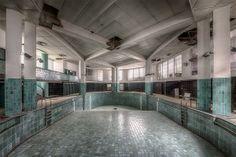abandoned-art-deco-swimming-pool-france-2