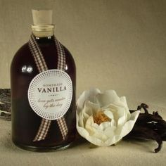 Homemade Vanilla Favors {Edible Gifts}    This is a great project if you've got some time and want to give your guests something homemade. The elegant label is free to download and print making this a great gift for wedding guests.