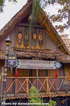 Disneyland's Enchanted Tiki Room - Gotta Try The Dole Whip - So Yummy! Tiki Art, Tiki Tiki, Jungle Cruise Disneyland, Planet Coaster, British Colonial Decor, Disney Enchanted, Tiki Bar Decor, Tiki Lounge, Vintage Tiki