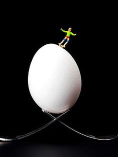 Paul Ge - Skateboard rolling on a egg