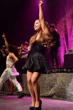 Ariana Grande& Cutest Looks Ariana Grande Cute, Ariana Grande Photos, Grandes Photos, Mtv Videos, Star Wars, Mtv Video Music Award, Teen Choice Awards, American Music Awards, Stevie Wonder