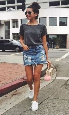 Stylish Denim Skirt Outfits Ideas To Makes You Look Stunning 08 Stylische Jeansrock-Outfits lassen dich umwerfend aussehen 08 This image. Denim Skirt Outfits, Legging Outfits, Denim Outfit, Outfits With Jean Skirt, Jean Skirt Style, Outfit With Skirt, Denim Style, Mode Outfits, Trendy Outfits