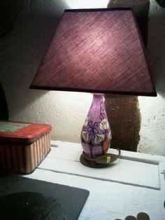 *JoLie P'TiTe lampe à poser*pied en céramique*violet fleuri*superbe déco*année 20-30/ENVOI OFFERT