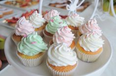 Cupcakes for white and flower theme - candy bar - Boheme delices francaises