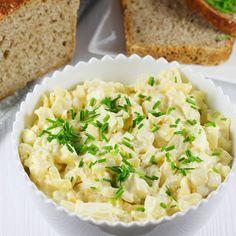 Zobacz najprostszy przepis na domową pastę jajeczną. Taka pasta jajeczna jest idealna na kanapki oraz jako dip. Pasta jajeczna sprawdzi się również do faszerowania jajek oraz jako jedno z dań wielkanocnych. Risotto, Salads, Food Porn, Food And Drink, Rice, Eggs, Pasta, Cooking, Ethnic Recipes