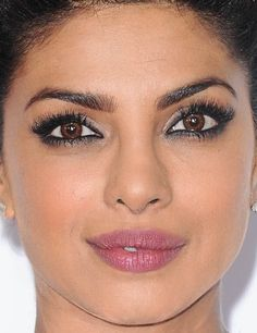 Close-up of Priyanka Chopra at the 2016 People's Choice Awards. http://beautyeditor.ca/2016/01/08/peoples-choice-awards-2016