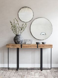 Wood and metal table . - Wooden and metal table - Interior Design Living Room Warm, Living Room Designs, Living Room Colors, Living Room Decor, Living Room Mirrors, Wood And Metal Table, Metal Tables, Decoration Hall, Entrance Table Decor