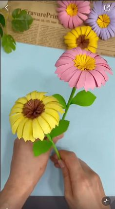 Easy Paper Crafts, Paper Crafts Origami, Diy Crafts For Gifts, Creative Crafts, Paper Craft Work, Origami Art, Hand Crafts For Kids, Sunflower Crafts, Tissue Paper Flowers