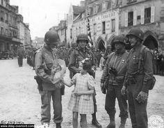 101st Airborne | Carentan | 23 juin 1944 - Cérémonie de remise de la médaille Silver Star | 23rd June 1944 - Silver Star ceremony