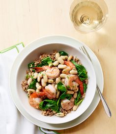 Shrimp and Bean ScampiDelish Clipped from GH by Mamí. Fish Dishes, Seafood Dishes, Low Calorie Dinners, Scampi Recipe, Shrimp Recipes, Delish, Dinner Recipes, Beans, Healthy Recipes