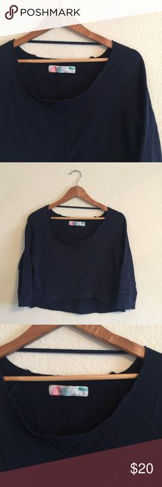 FREE PEOPLE Beach women's sweater top crop size S Cute FP Beach cropped sweater dark blue .  In Great condition .  Size : Small.  If you have any questions feel free to ask! Free People Sweaters