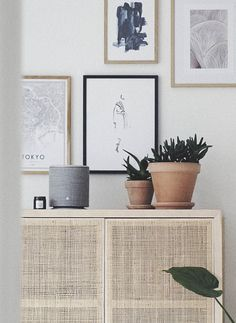 Sådan laver du den perfekte billedvæg (inkl. 7 gode tips og tricks fra jer) - Stonemuse Interior Inspiration, Bedroom Inspiration, Interior Ideas, Nordic Bedroom, Interior Decorating, Interior Design, Bedroom Inspo, Wall Decor, Indoor