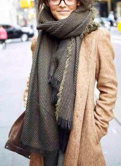 How to look cute in the winter: wear a coat and oversized scarf