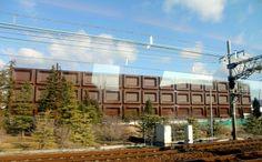 明治・高槻工場 「ビッグミルチ」※世界最大のプラスチック製広告看板