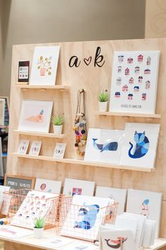 Simple and eye catching booth layout Craft Show Booths, Craft Booth Displays, Craft Fair Table, Craft Stalls, Handmade Market, Booth Design, Craft Fairs, Pegboard Display, Market Displays