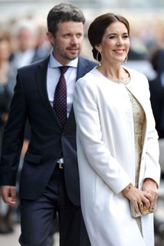 epa03926302 Prince Frederik (L) and Princess Mary (R) of Denmark attend the 40th Anniversary Gala Concert for the Sydney Opera House, in Sydney, Australia, 27 October 2013. Princess Mary and Prince Frederik of Denmark are in Australia to celebrate the 40th anniversary of the Sydney Opera House. EPA/PAUL MILLER AUSTRALIA AND NEW ZEALAND OUT