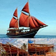 Sebuah Kapal Layar Tradisional Khas Kebanggaan Indonesia Mempunyai Nama Kapal Pinisi Kapal Ini Berasal Dari Suku Bugis Dan Suku Ma Kapal Indonesia Kapal Layar