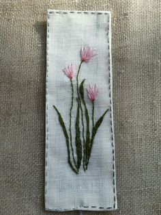 Embroidered Gifts, Embroidered Flowers, Hand Embroidery Patterns, Embroidery Designs, Brazilian Embroidery Stitches, Diy Bookmarks, Fabric Scraps, Couture, Needlework