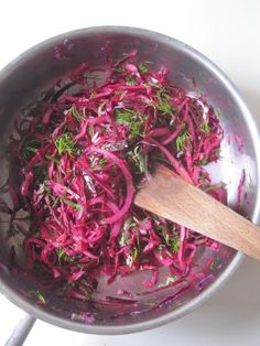 Chou rouge La meilleure salade de chou rouge Red Cabbage The best red cabbage salad Vegetarian Vegetable Soup, Vegetable Soup Crock Pot, Crock Pot Vegetables, Cabbage Soup Recipes, Easy Chicken Dinner Recipes, Easy Soup Recipes, Easy Healthy Recipes, Red Cabbage Salad, Pork Chops And Gravy