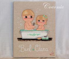 """COCONIC: Cuadro infantil pintado a mano personalizado, """"Hora del baño"""" para dos hemanitos, Biel y Clara."""