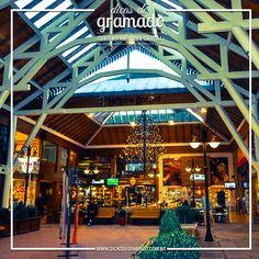 O belo Largo da Borges tem lojas, livraria, restaurante e chocolates! Perfeito para um dia de chuva! Quem já passeou por ele? #largodaborges #gramado #gramadors #dicasdegramado #serragaucha #turismo #viagem #riograndedosul #compras #shopping #traveltips #travelblog