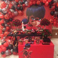 Festa LadyBug. Por @les_amis_festas Com @thaiscakedesign @comcapricho @susyrybeyro @claudiusflores645 #blogencontrandoideias #encontrandoideias #fabiolateles 4th Birthday Parties, 1st Birthdays, Birthday Party Decorations, Festa Lady Bag, Miraculous Ladybug Party, Party Time, Balloons, Diy, Ideas Para