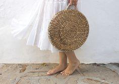 sugarlane+diy+round+straw+wicker+basket+bag+bolso+paja+redondo+750.jpg (750×536)